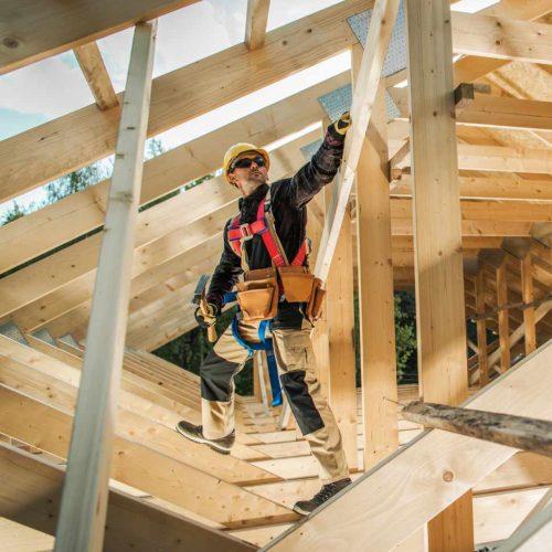 building-wooden-roof-frame-2TAF4RE_2.jpg